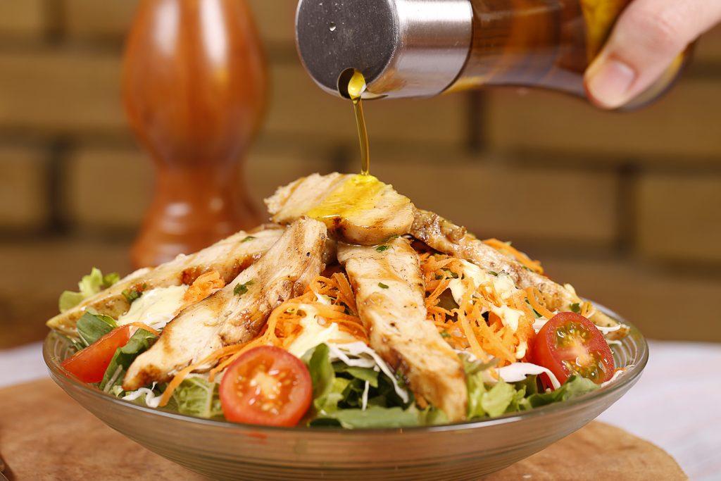 Salada de Filé de Peito Natto